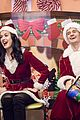 katy perry orlando bloom dress as santas for childrens hospital visit 05