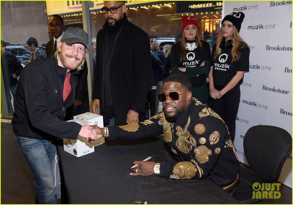kevin hart headphones launch brookstone nyc 043820811