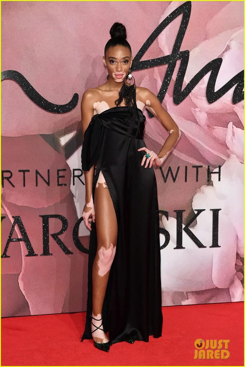 jared leto salma hayek dress in gucci at fashion awards in london 043821822