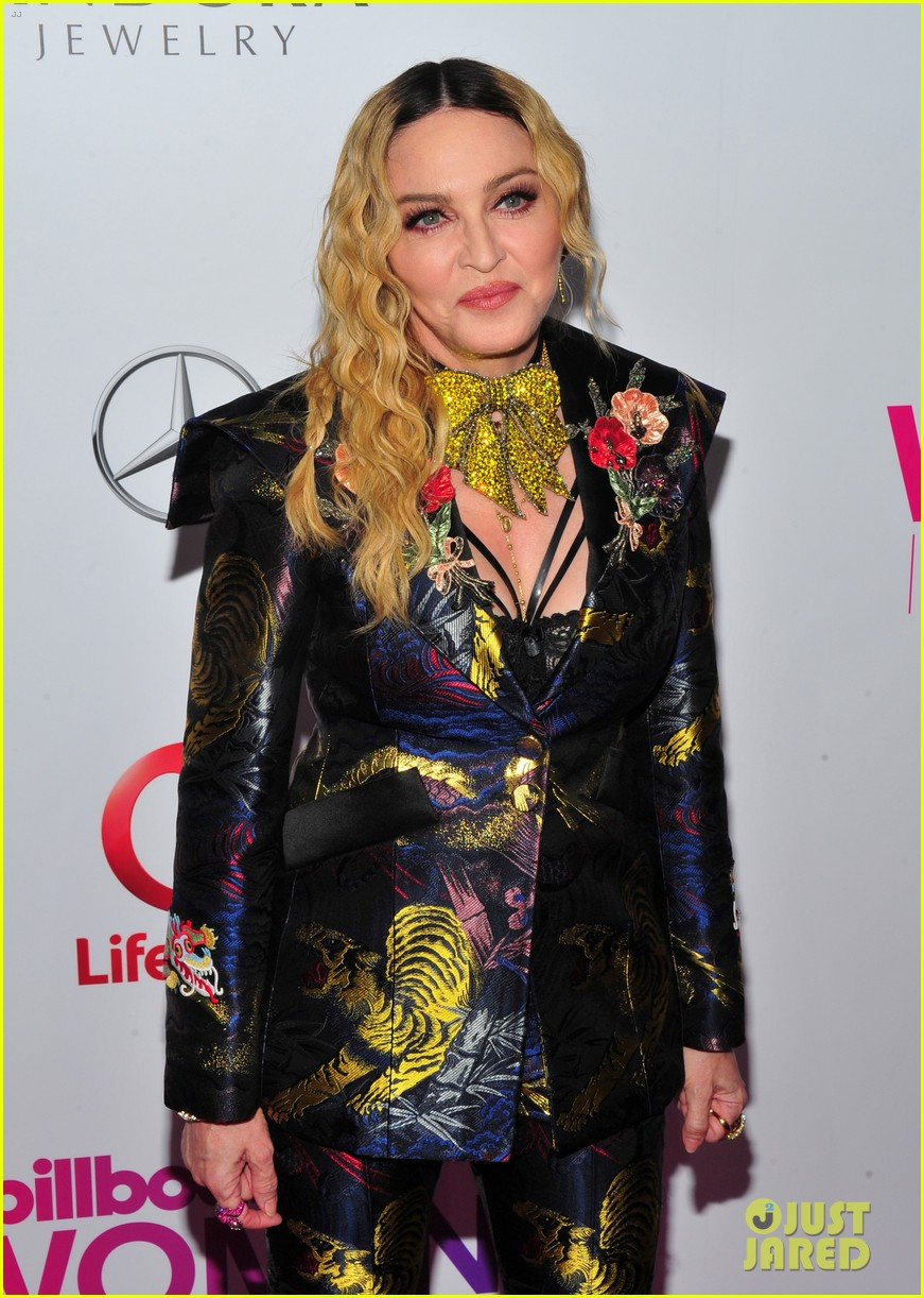 madonna delivers powerful speech 013824838