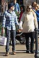 meghan trainor daryl sabara hold hands shopping 01