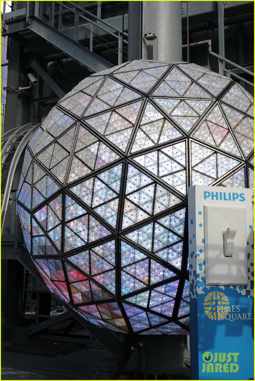 New Year's Eve Times Square Ball Drop 2017 - Live Stream ...