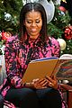 michelle obama and ryan seacrest read christmas classics at childrens hospital 03