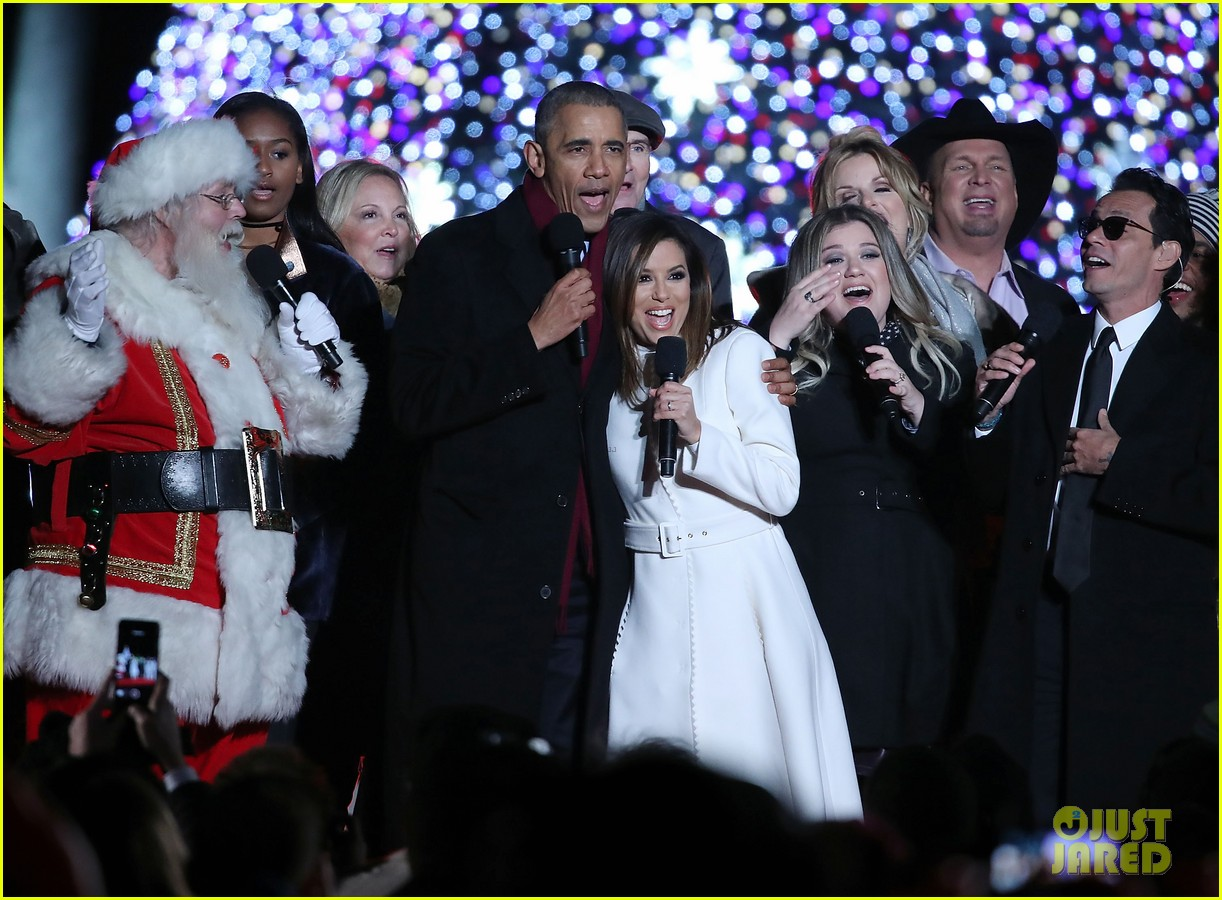 The Obamas Light Their Final Christmas Tree at the White House with ...
