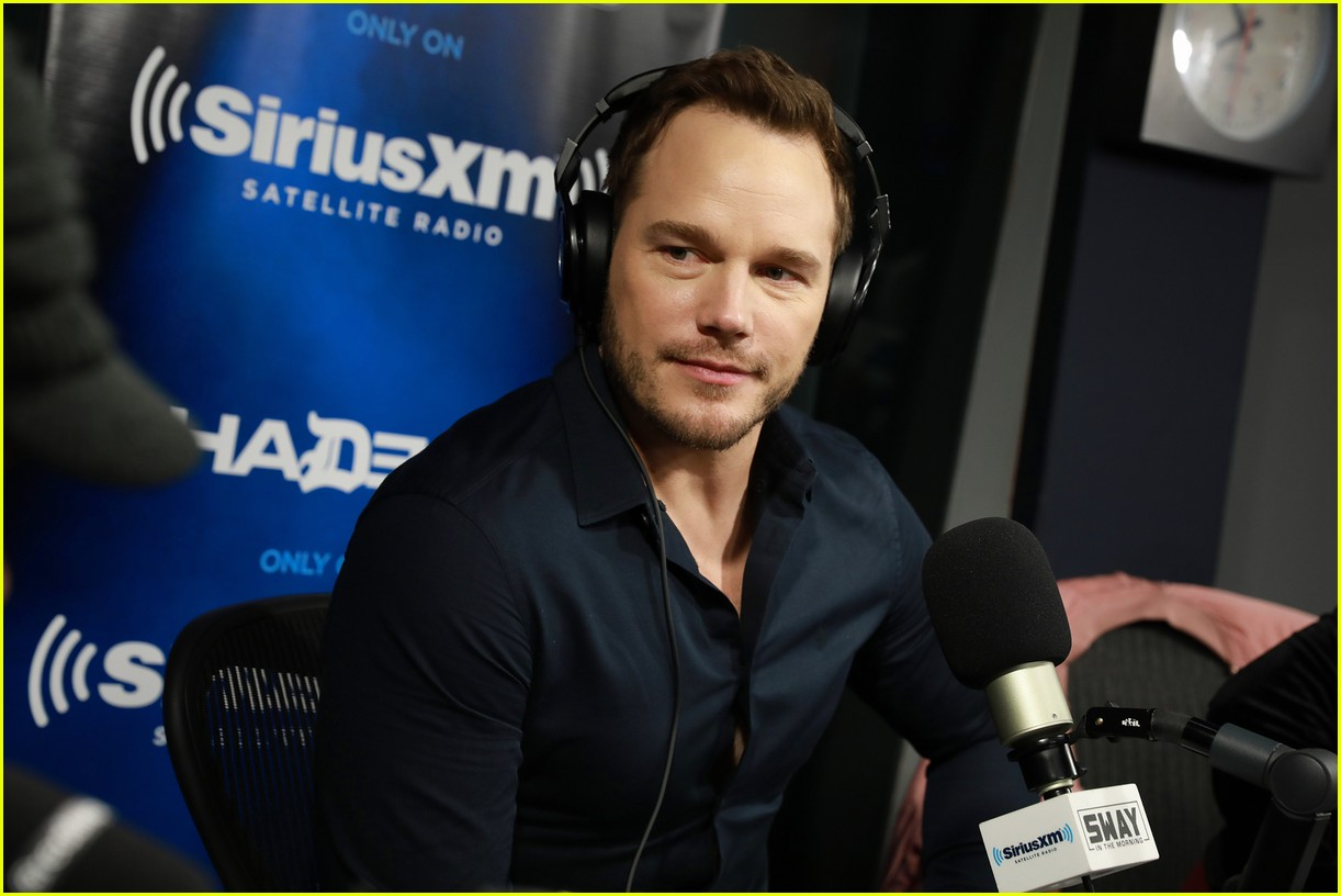chris pratt katie holmes meet up during press tours 133822446