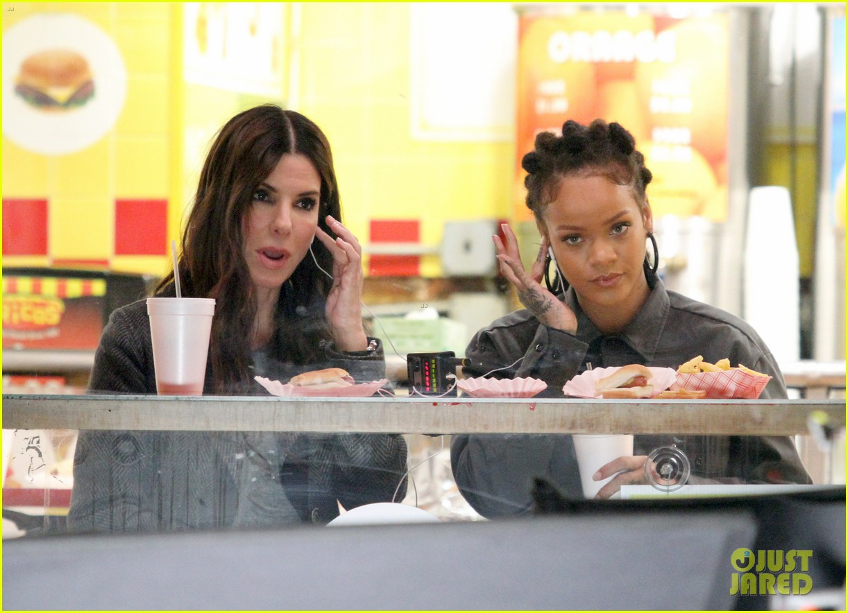rihanna sandra bullock chow down on hot dogs 213823962