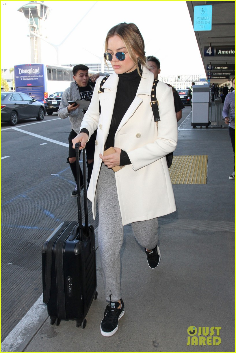 Margot robbie loads up her luggage los angeles nudes (89 photo)