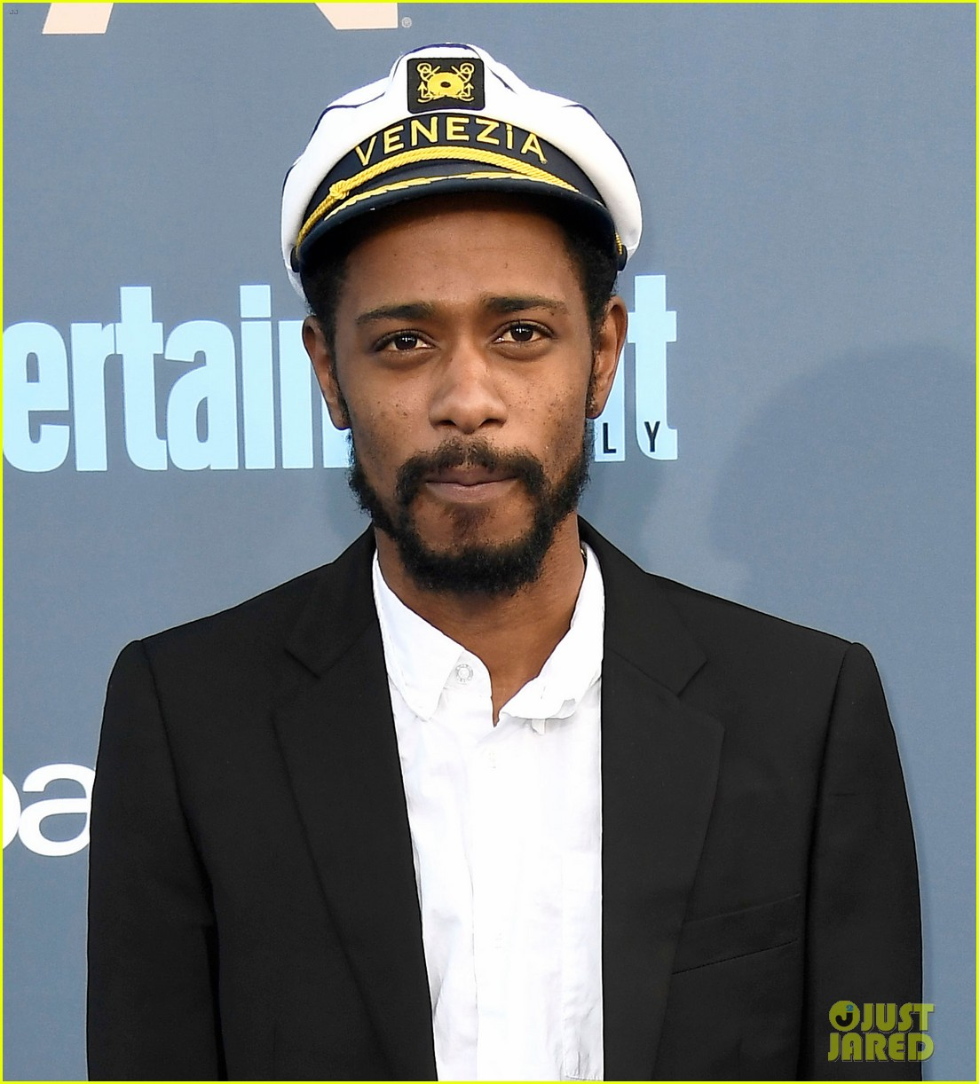 keith stanfield crashes stage at critics choice awards 043826155