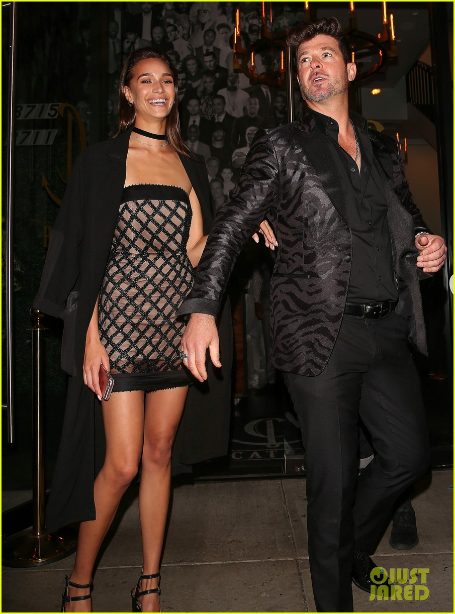 video robin thicke sings happy birthday to girlfriend april love geary 133827058