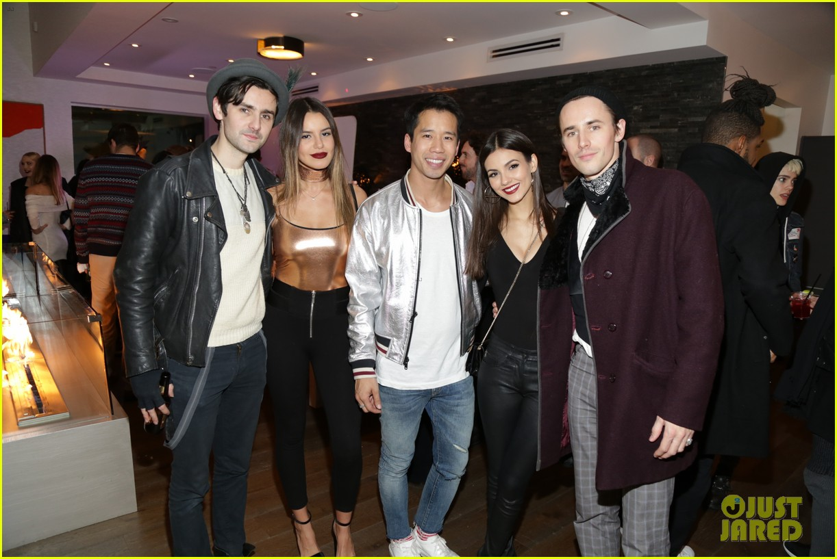 victoria justice reeve carney just jared holiday party 043831108