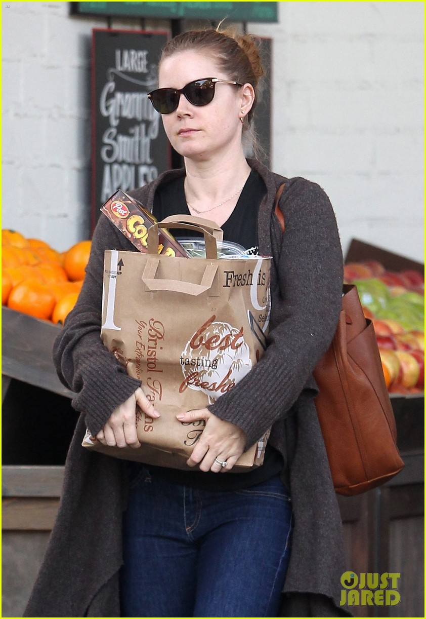 amy adams stocks up on groceries in beverly hills 013844449