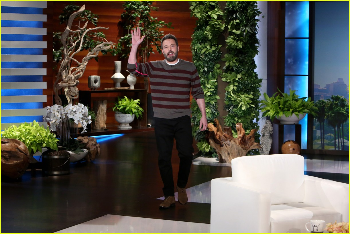 ben affleck tries to name three taylor swift songs 013840401