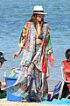jessica alba hits the beach in a bikini as she ends hawaiian vacation 17