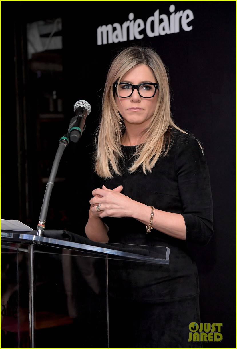 jennifer aniston honors hairstylist chris mcmillan at marie claires image maker awards 023840987