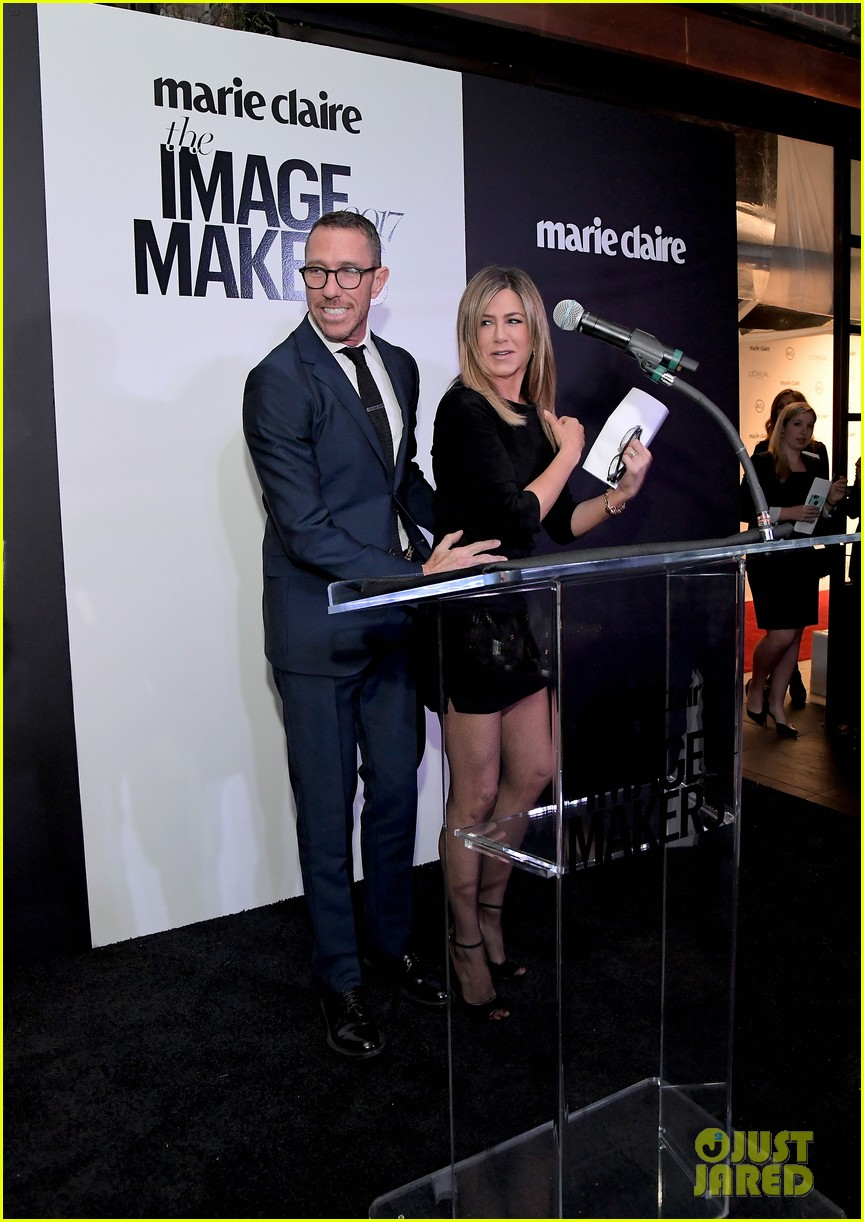 jennifer aniston honors hairstylist chris mcmillan at marie claires image maker awards 033840988