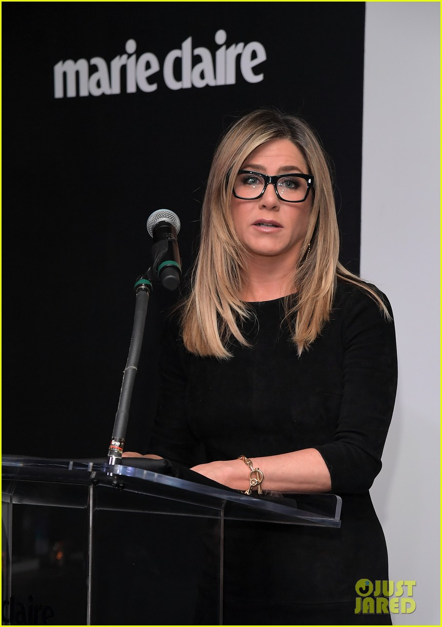 jennifer aniston honors hairstylist chris mcmillan at marie claires image maker awards 053840990