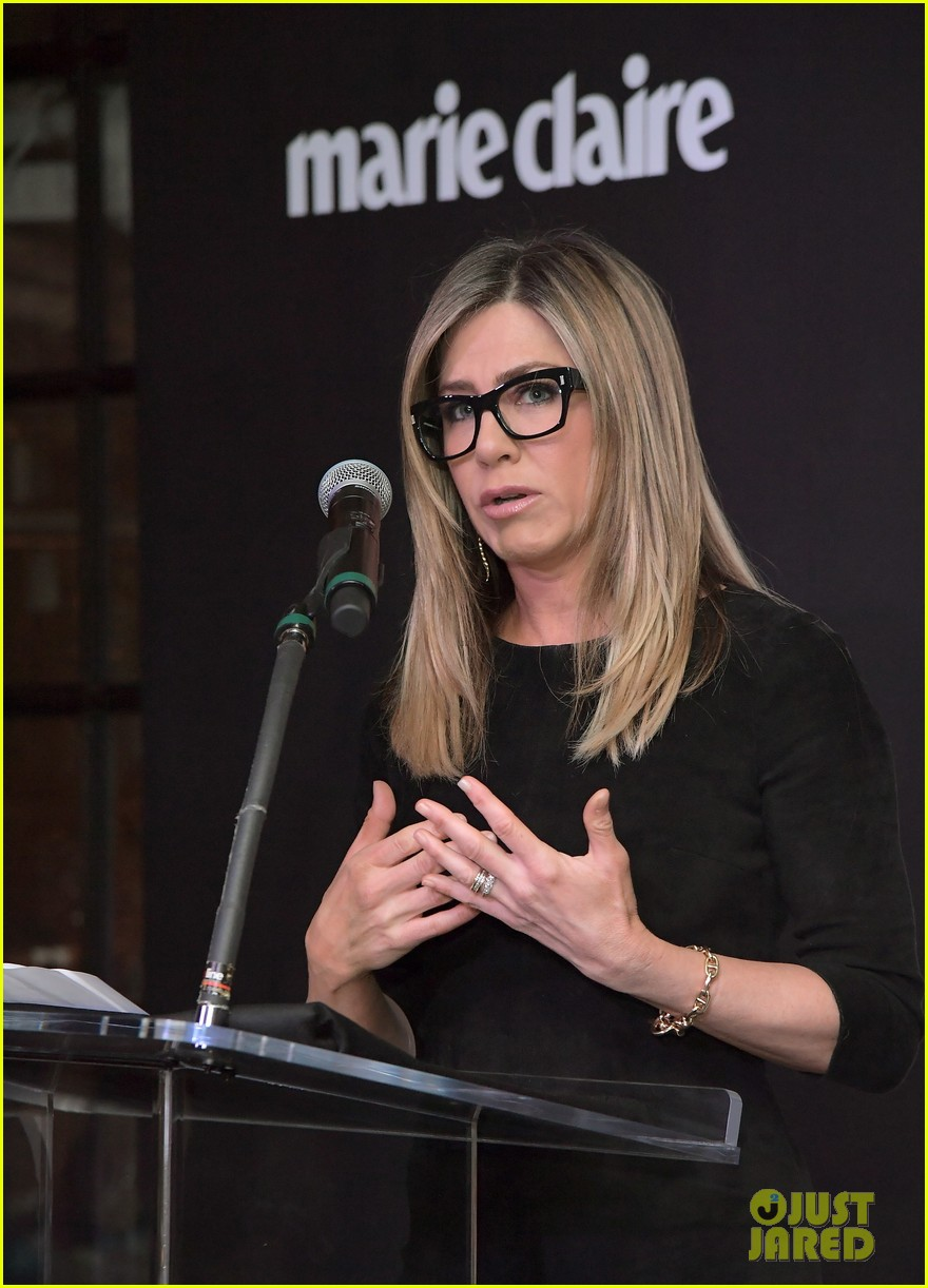 jennifer aniston honors hairstylist chris mcmillan at marie claires image maker awards 063840991