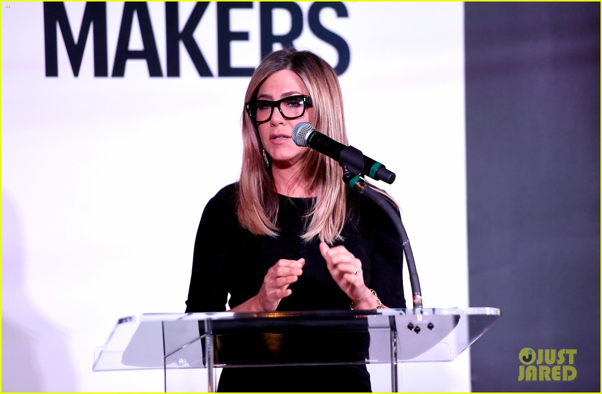 jennifer aniston honors hairstylist chris mcmillan at marie claires image maker awards 103840995