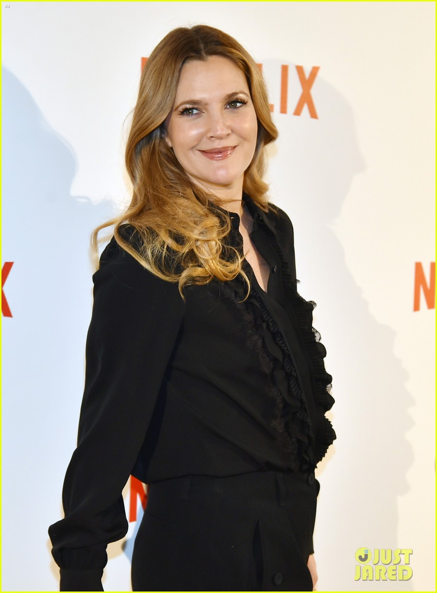 drew barrymore puts stamp of approval on szas new single drew barrymore 203844584