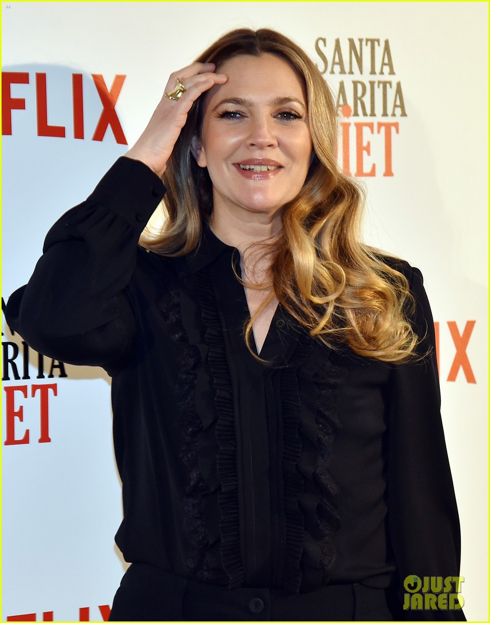 drew barrymore puts stamp of approval on szas new single drew barrymore 213844585