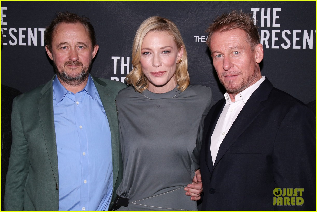 cate blanchett makes broadway debut with the present 053840177