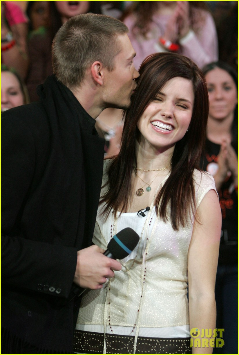 Sophia Bush Discusses Marriage To Chad Michael Murray 073842190