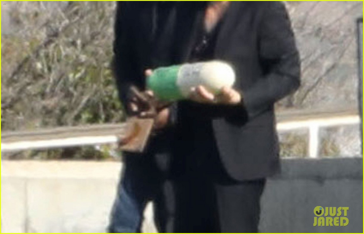 carrie fishers urn is shaped like a prozac pill 023837947