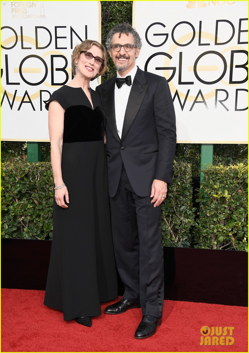 felicity jones riz ahmed deigo luna golden globes 2017 053839176