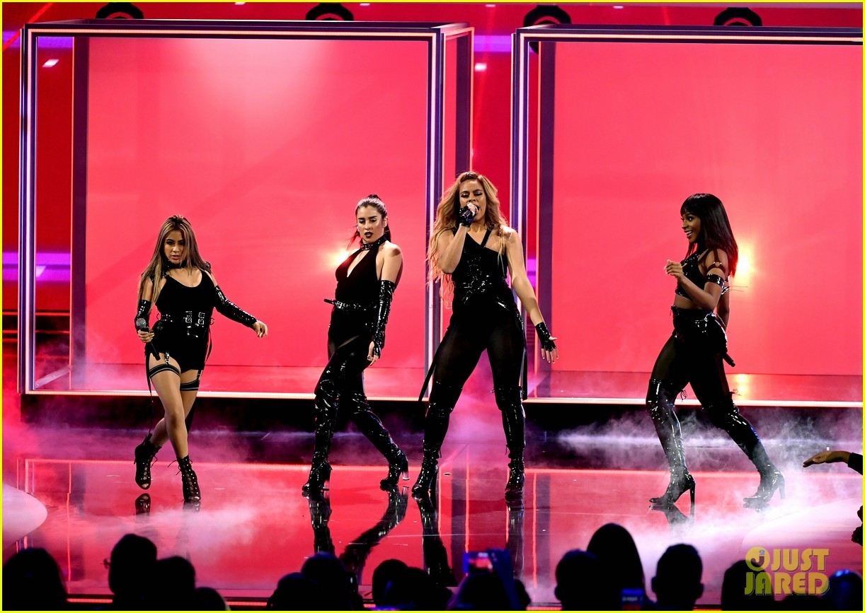 fifth harmony performs without camila cabello for the first time at peoples choice awards 023844331