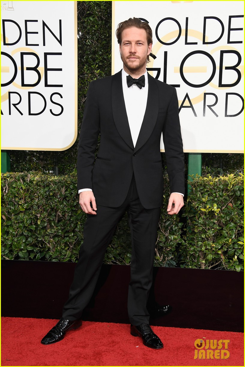 andrew garfield 2017 golden globes 123839206