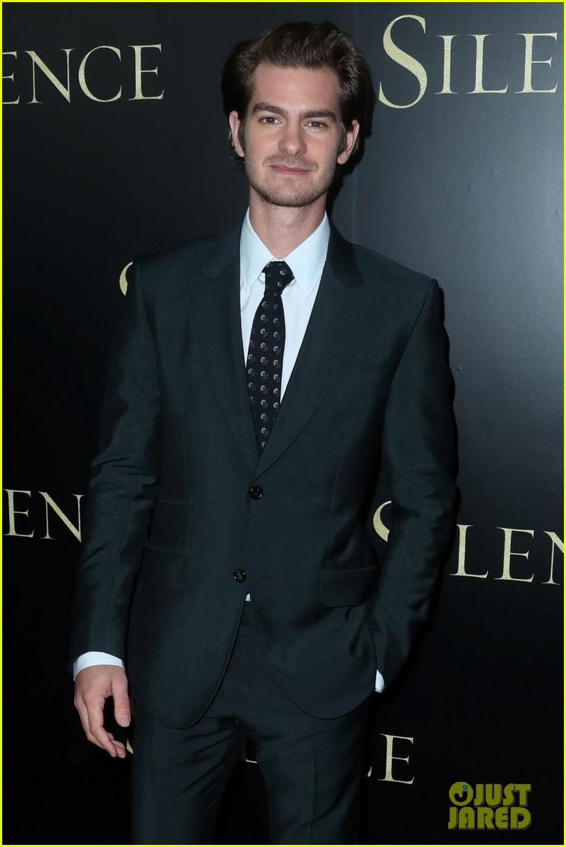 andrew garfield suits up for silence premiere 013837355