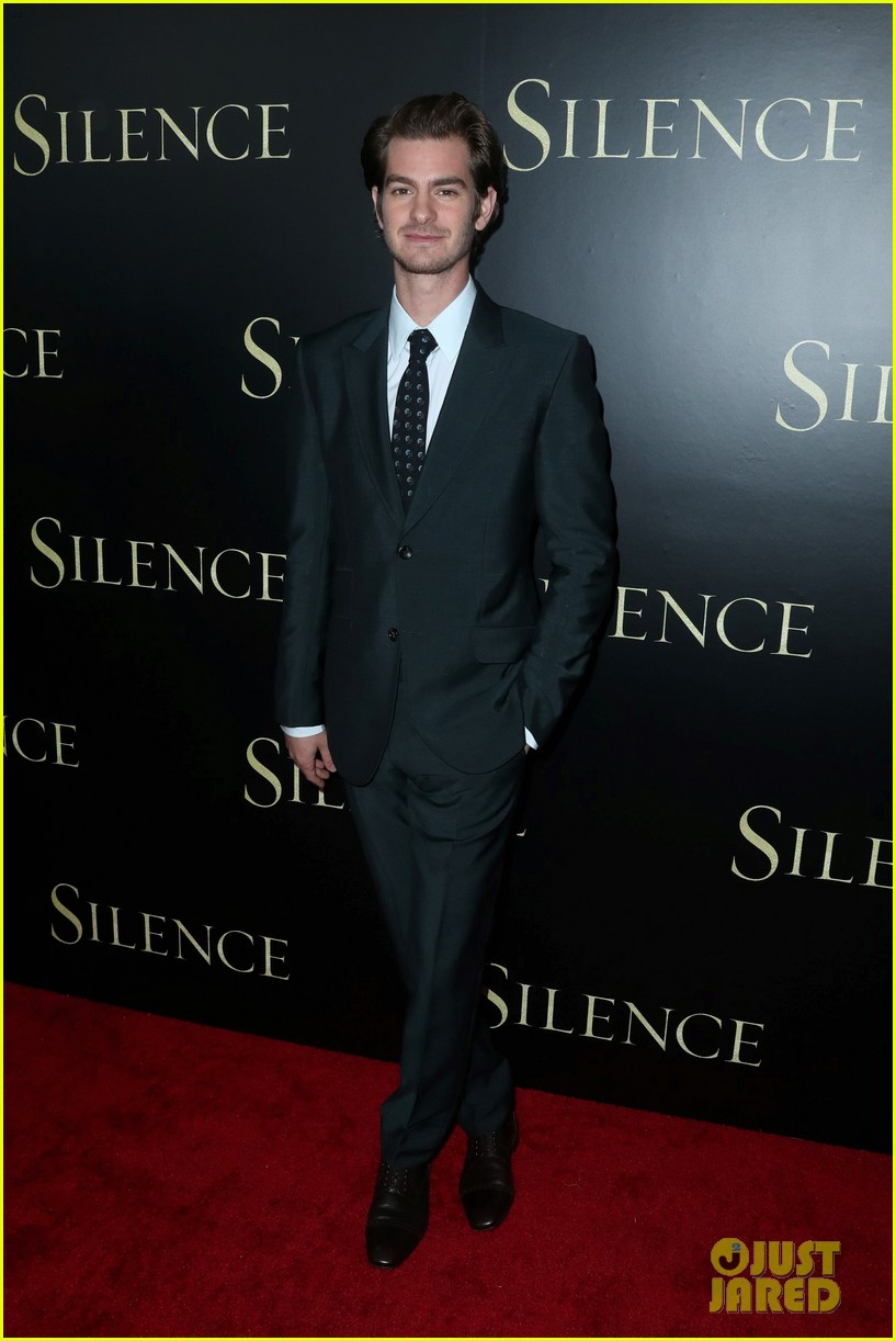 andrew garfield suits up for silence premiere 023837356