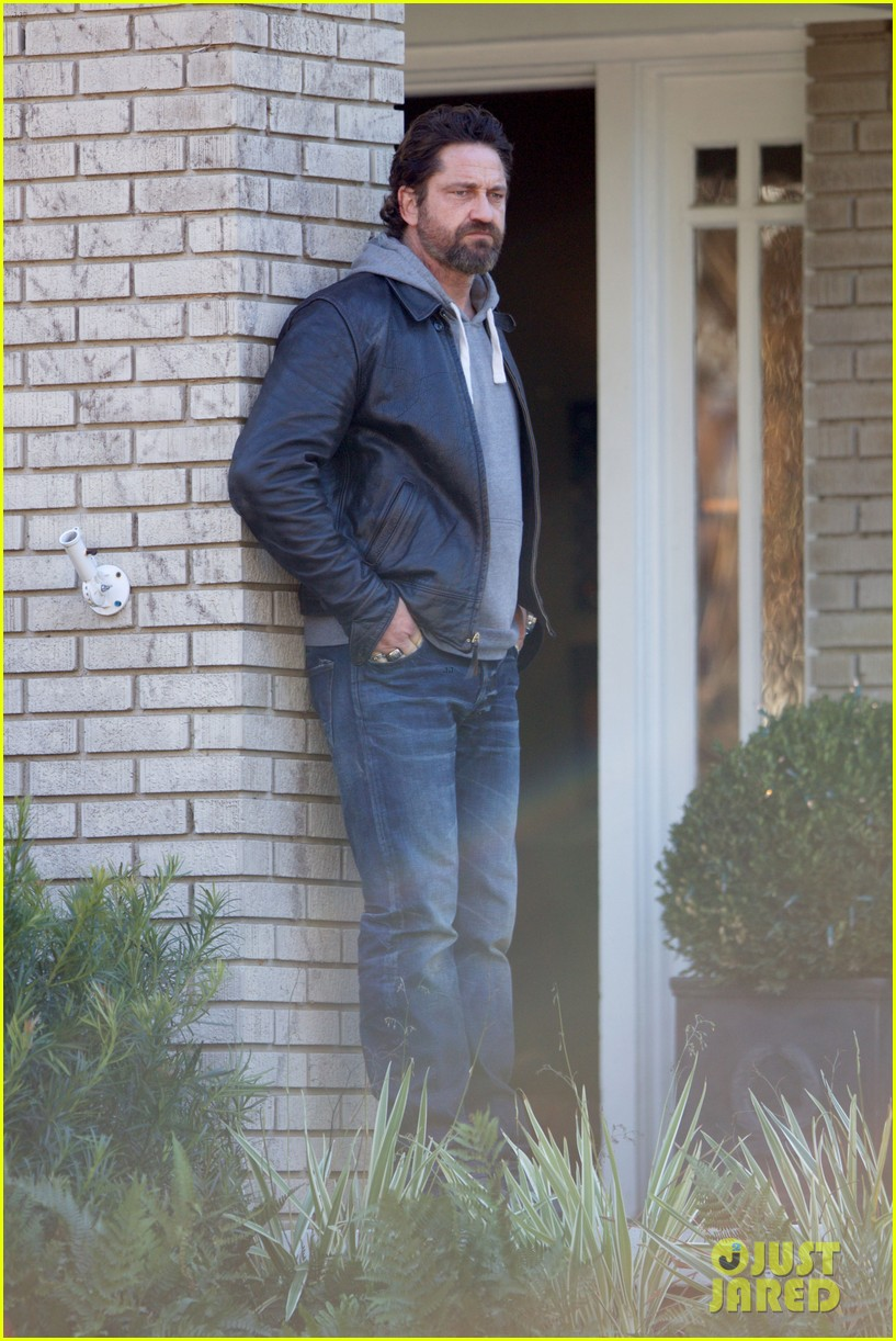 gerard butler starts filming den of thieves 033850696