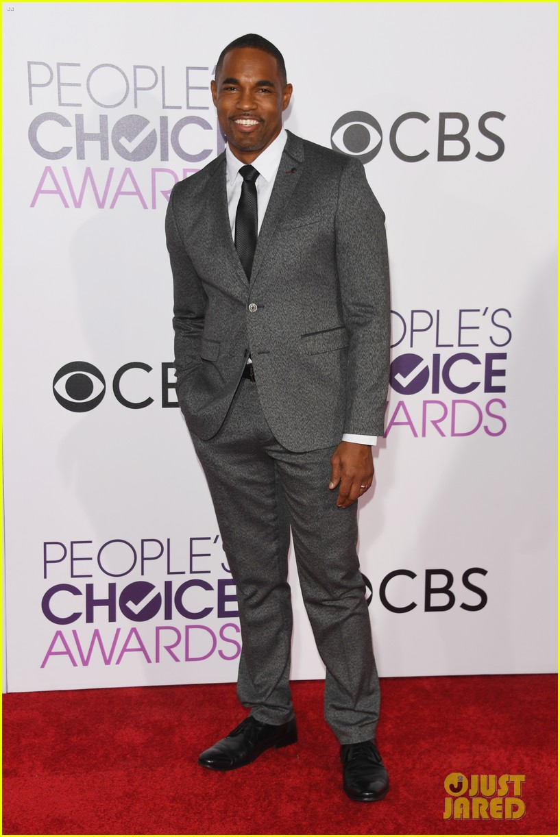 greys anatomy wins favorite network tv drama at peoples choice awards 123844269