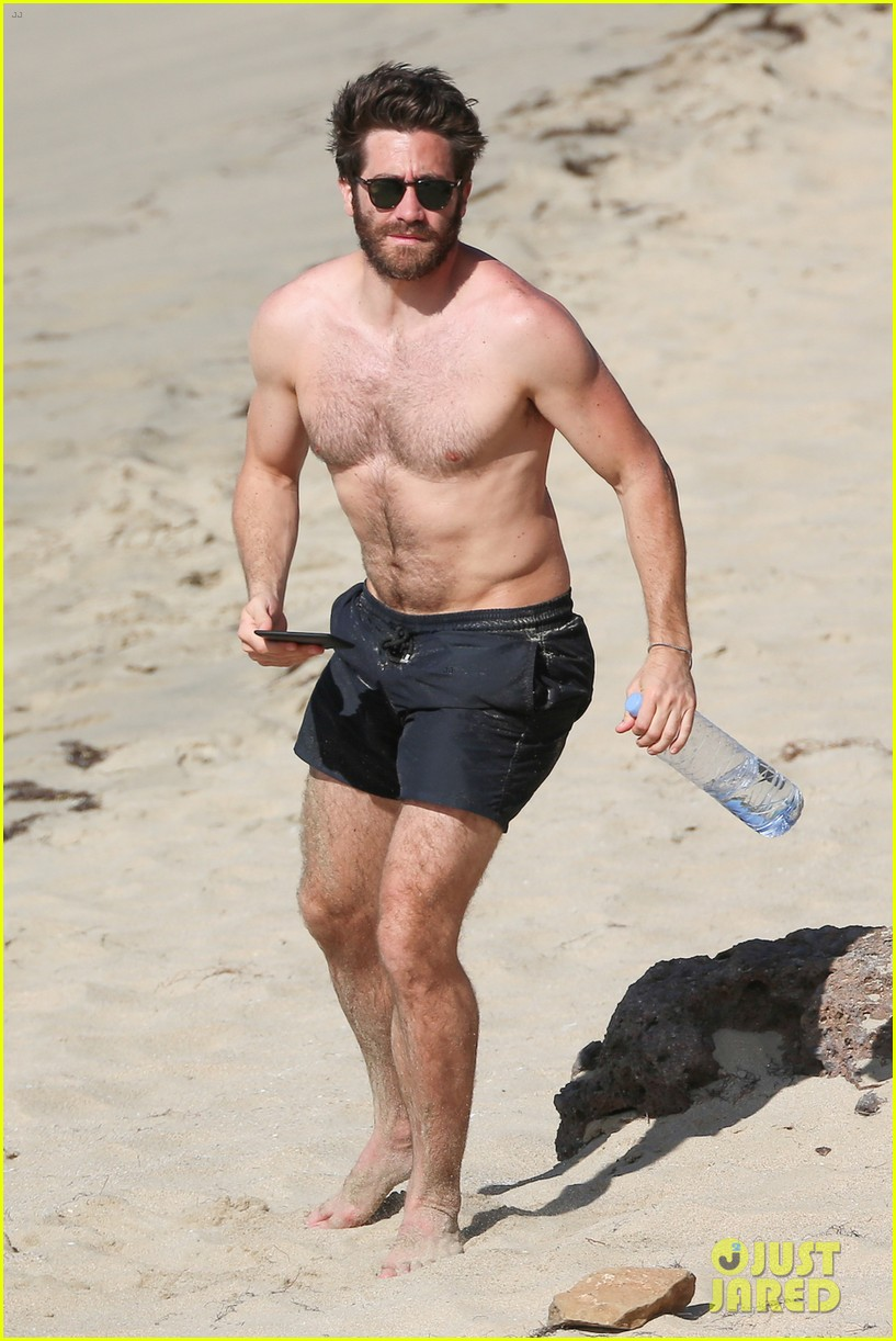 Jake Gyllenhaal Continues His Vacation With Some ...