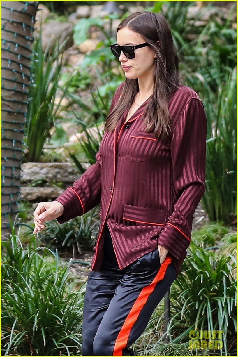 6f0423a8334a Irina Shayk Shows Off Baby Bump For Barneys Shopping Spree  Photo ...