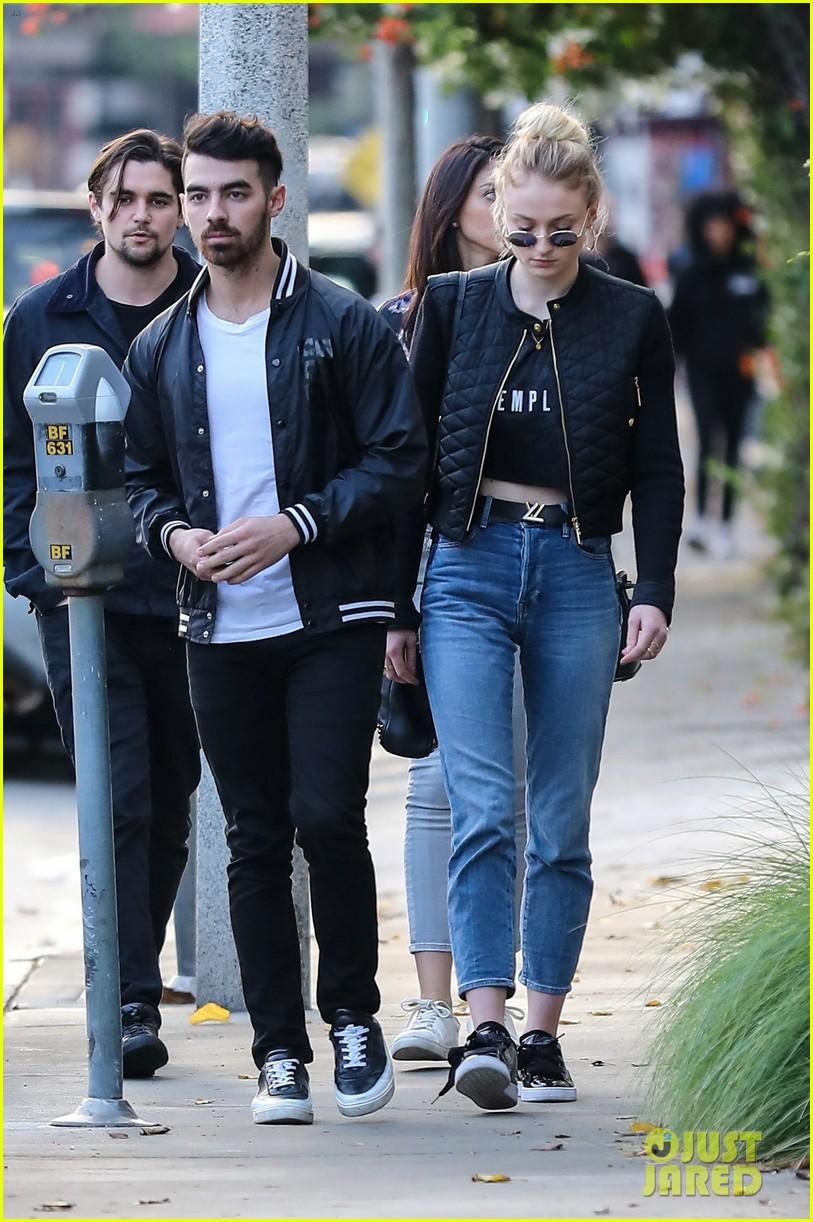 Joe Jonas 2017 Girlfriend