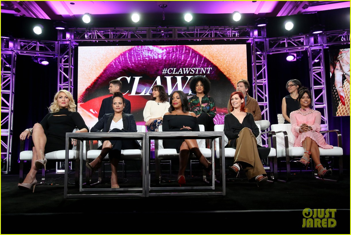 rashida jones brings her new show claws to2017 tca 063842632
