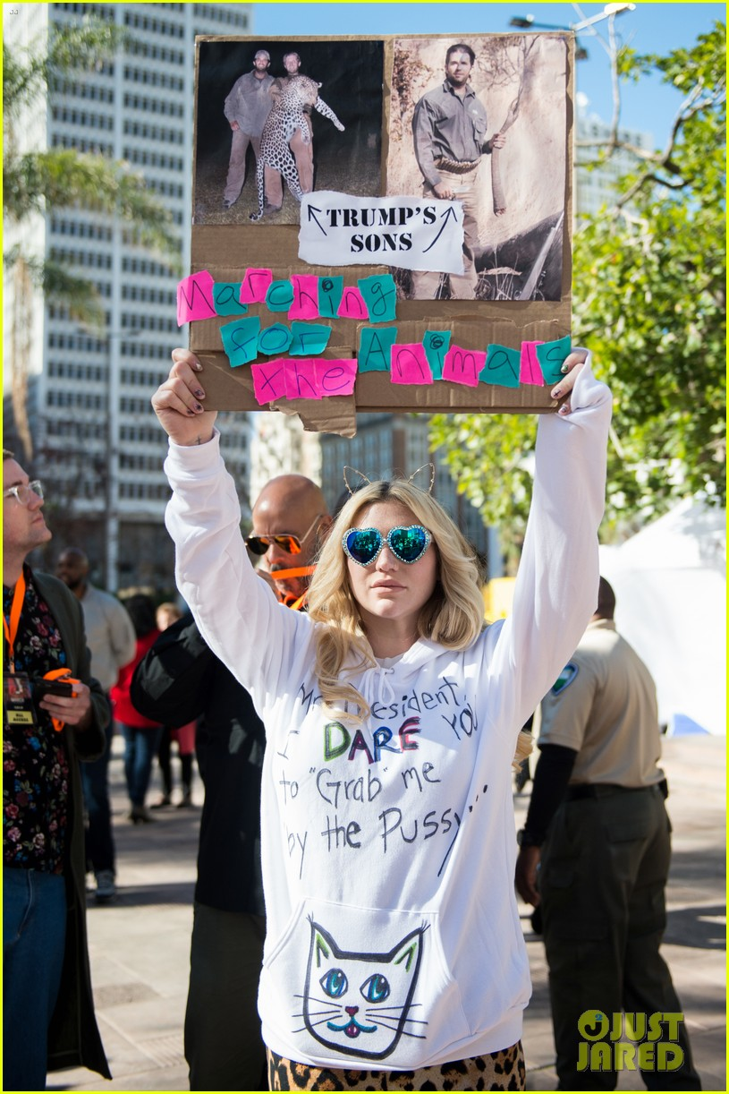 kesha dares trump to grab her pussy at womens march 013845993