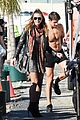 heidi klum surrounded by shirtless guys while filming gntm 01