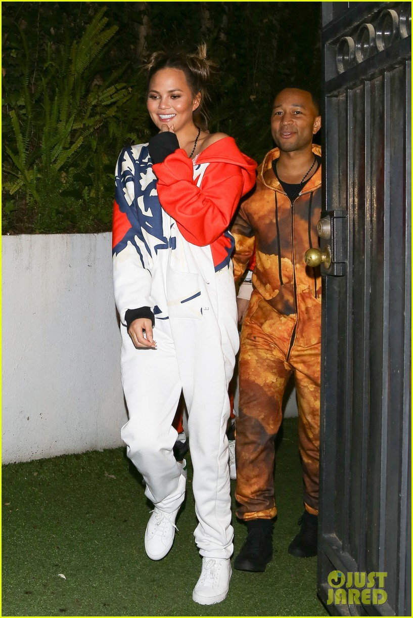 kourtney kardashian parties with john chrissy at pj party 013842970