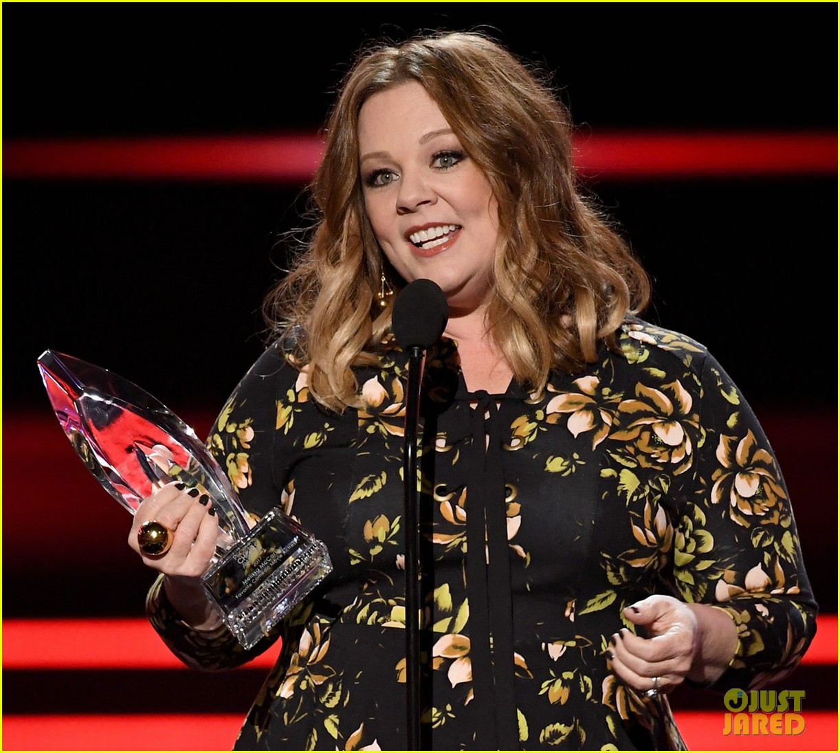melissa mccarthy and sarah jessica parker win favorite actress at peoples choice awards 033844299