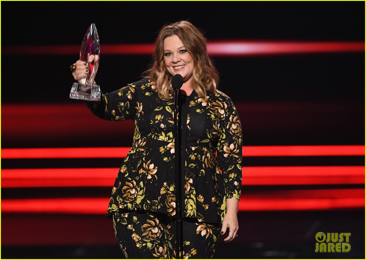 melissa mccarthy and sarah jessica parker win favorite actress at peoples choice awards 063844302