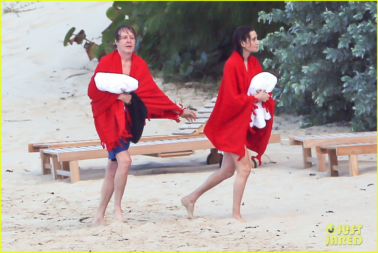 paul mccartney wife nancy shevell shows off fit body at 57 083835130