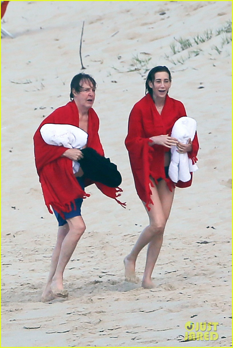 paul mccartney wife nancy shevell shows off fit body at 57 113835133
