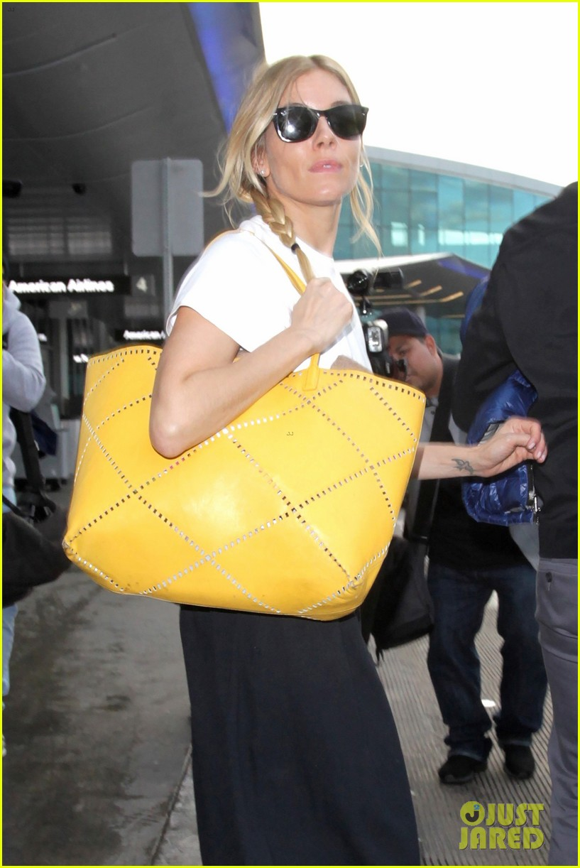 sienna miller lands in la ahead of golden globes 2017 013838514