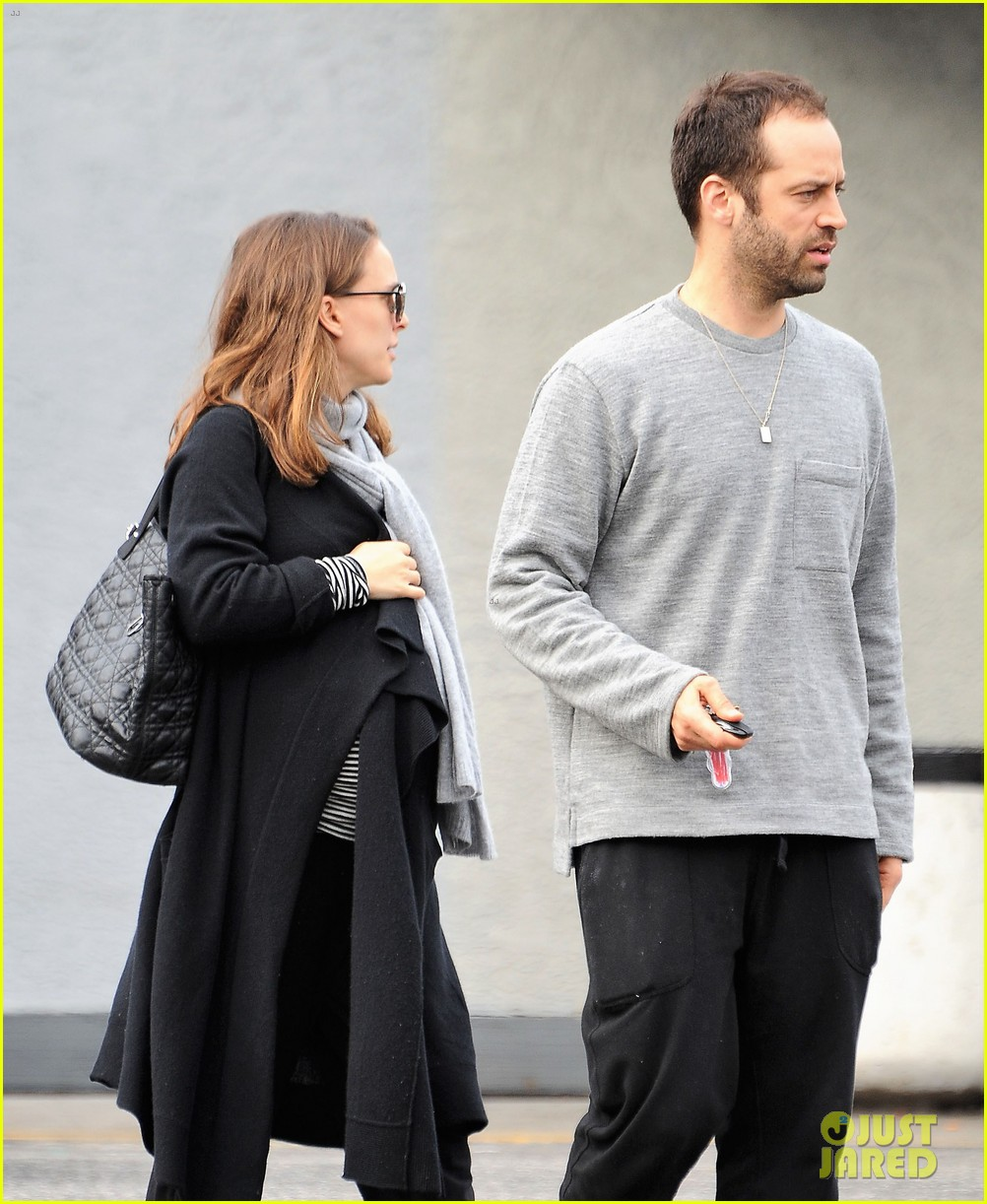 natalie portman wishes her fans a happy new year 043836207