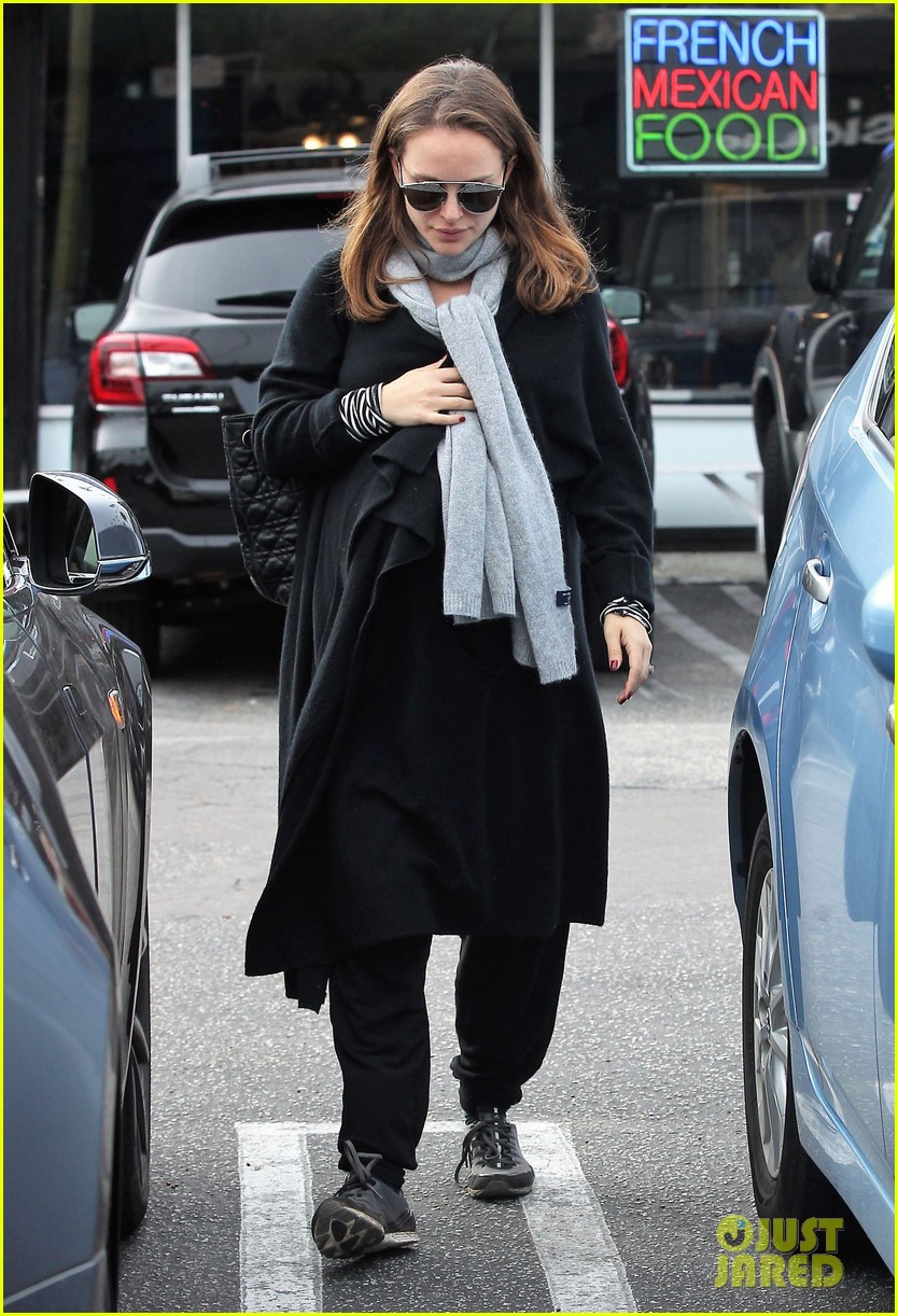 natalie portman wishes her fans a happy new year 053836208