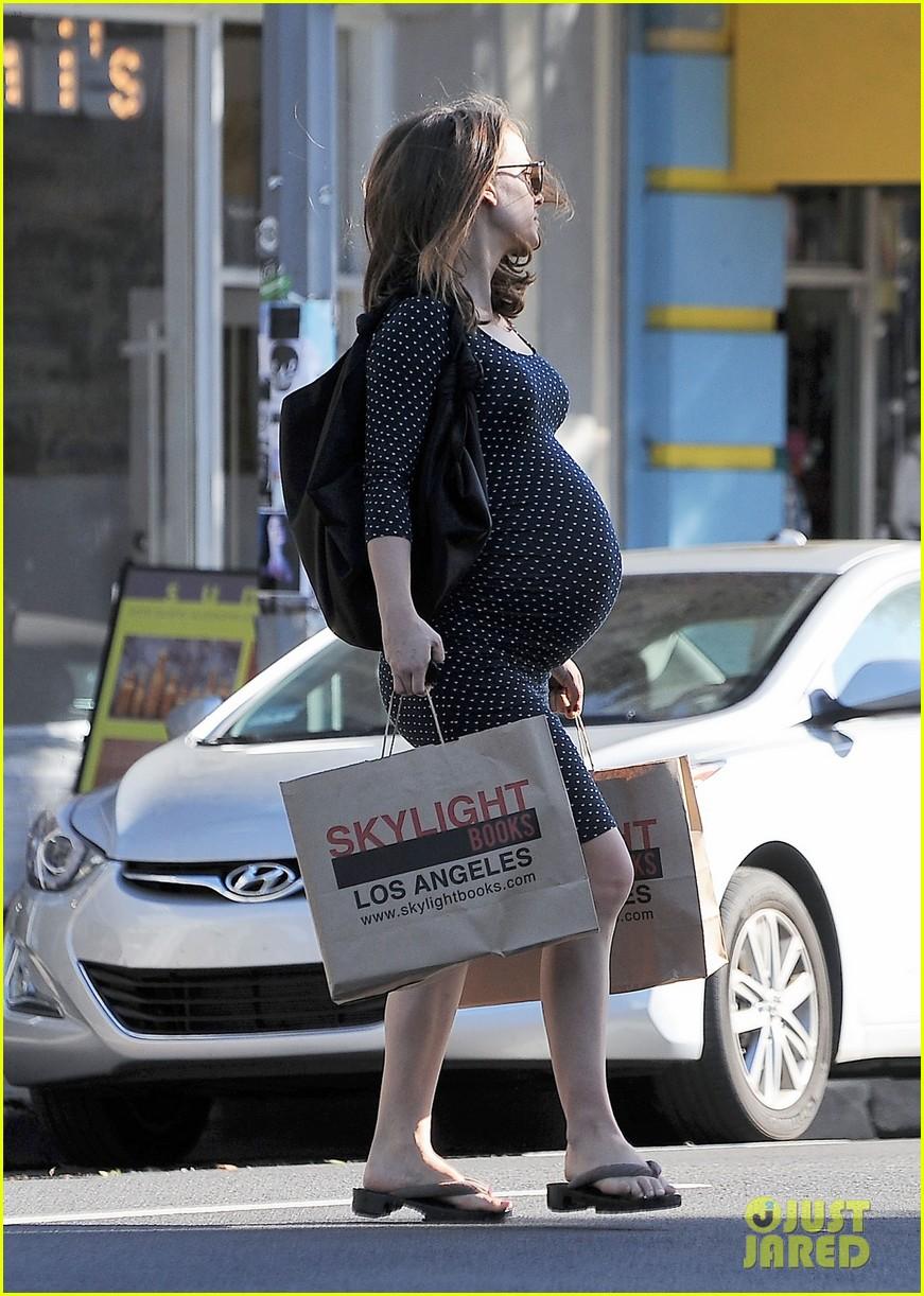 natalie portman get back to work after giving birth 043837988