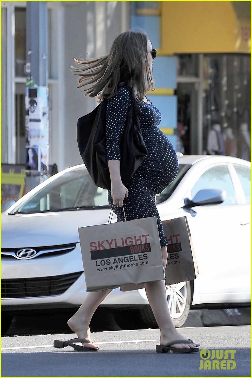 natalie portman get back to work after giving birth 053837989